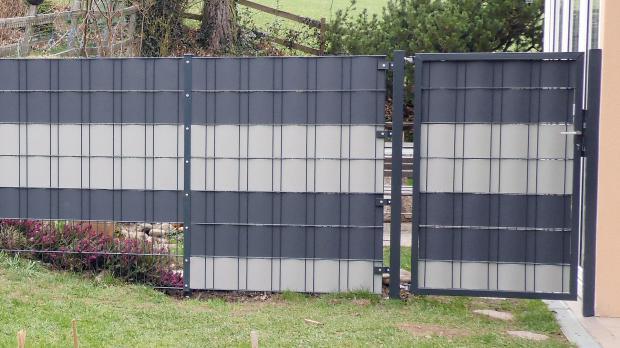 Gartentor an der Hausmauer montieren: Ergebnis