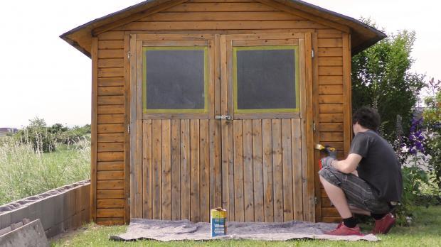Gartenhaus neu streichen: Grundieren und Lasieren   Anleitung