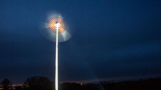 Beleuchtetes Windrad auf der Donauinsel