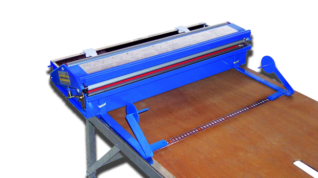 Tapeziergerät oder auch Kleistergerät für den Tapeziertisch