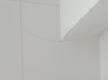Einzelne gesprungene Fliese an der Wand