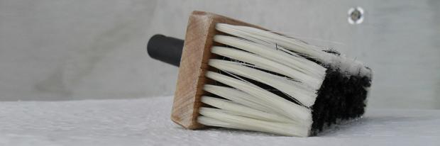 Kleisterbürste Auf Dem Tapeziertisch