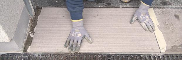 Natursteinplatte austauschen in Garageneinfahrt