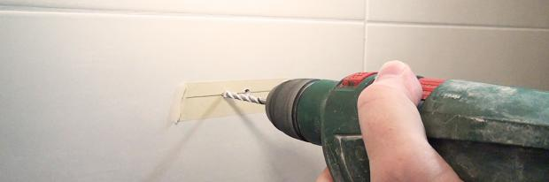 Löcher In Fliesen Bohren Am Beispiel Eines Toilettenpapierhalters - Dübel für fliesen