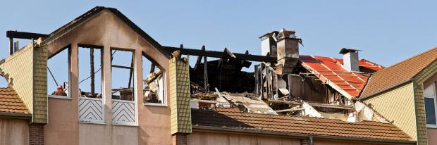 Ausgebranntes Dachgeschoss nach Wohnungsbrand