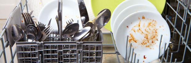Geschirr bleibt nach dem Spülen dreckig