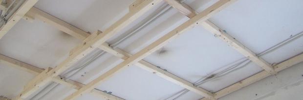 decke abh ngen holzkonstruktion herstellen anleitung tipps vom maurer trockenbau. Black Bedroom Furniture Sets. Home Design Ideas