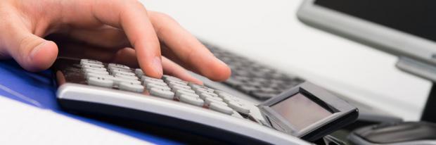 Haushaltsrechnung Praxis - Taschenrechner bemühen