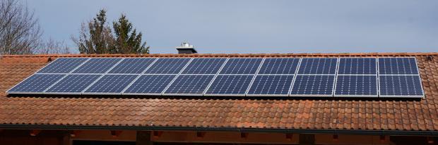 PV Anlage Am Dach Eines Hauses