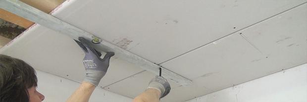Gipskartonplatten verlegen - Anzeichnen einer Gipskartonplatte beim Abhängen einer Decke - Header