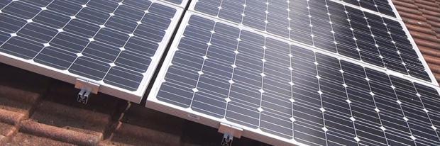 Solarpaneele auf einem Dach