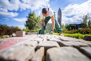 Fleißig im Garten: 3 Bauprojekte für die Sommerzeit
