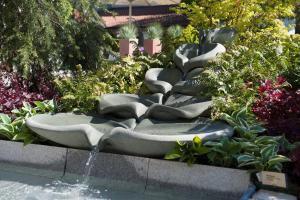 Selbstgemacht: Belebende Flowform für den Naturgarten