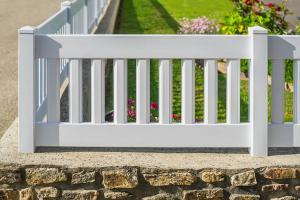 Ein Klassiker ganz modern: Diese Gartenzäune halten länger!