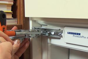 Liebherr Kühlschrank: Scharnier wechseln