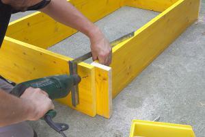 Schalung für Betonsockel bauen