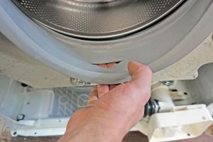 AEG Waschmaschine läuft aus - Türmanschette wechseln