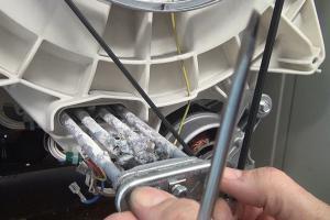 Bauknecht-Waschmaschine: Heizstab wechseln