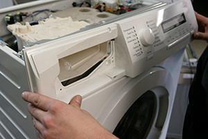 AEG Waschmaschine - Frontblende wieder zusammenbauen