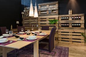 DIY-Weinregal aus Paletten selbst bauen