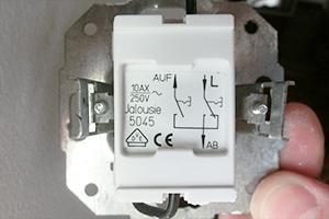 Schalter einbauen - Vorbereitung eines elektrischen Rollladens