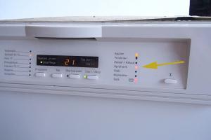 Siemens Kühlschrank Blinkt : Hallo bei meinem nordfrost gefrierschrank blinkt das rote licht