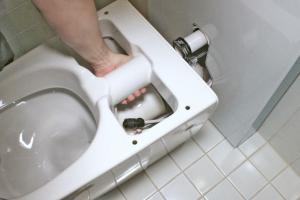 ratgeber f r mehr komfort und sparsamkeit toilette austauschen. Black Bedroom Furniture Sets. Home Design Ideas