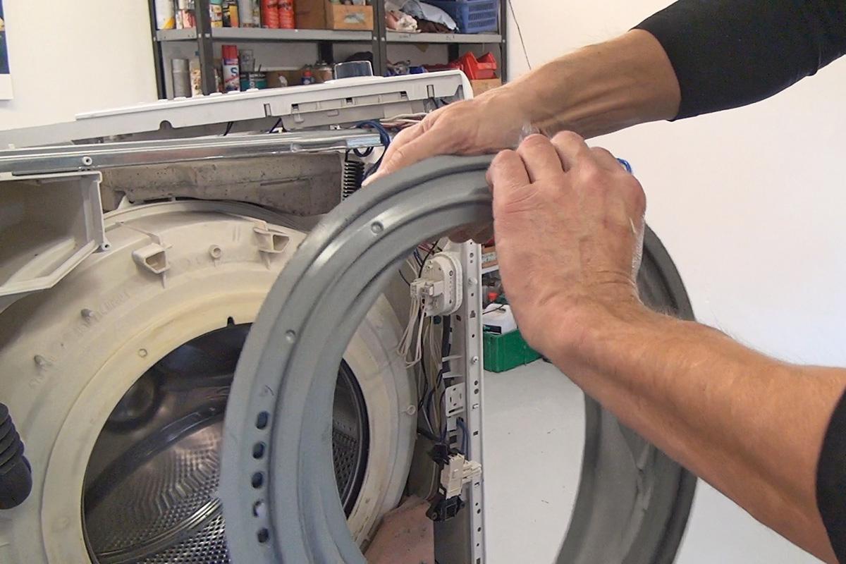 Aeg Kühlschrank Dichtung Wechseln : Bauknecht waschmaschine türdichtung wechseln anleitung diybook at