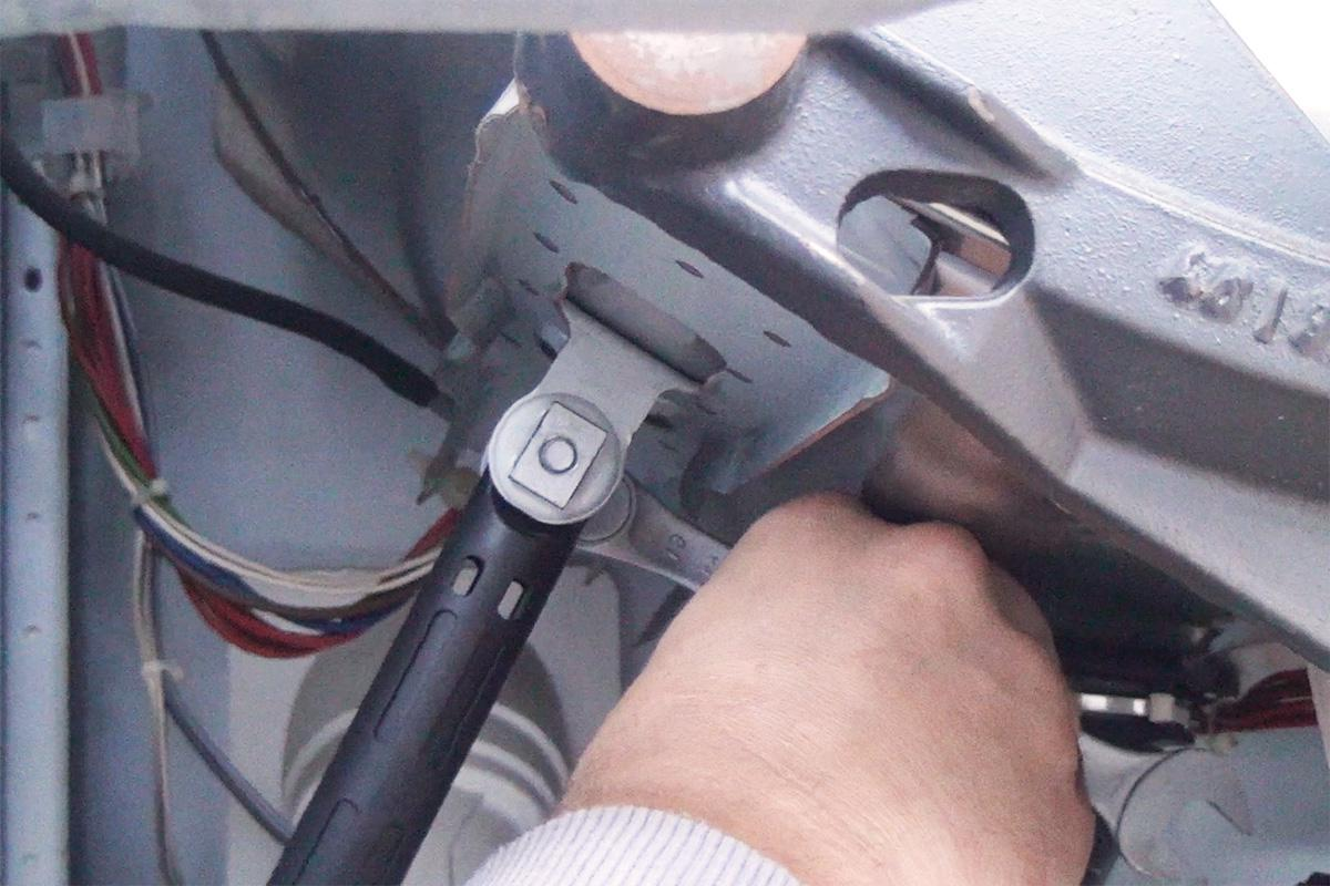 Gut gemocht Bauknecht Waschmaschine: Stoßdämpfer wechseln - Anleitung @ diybook.at PN83
