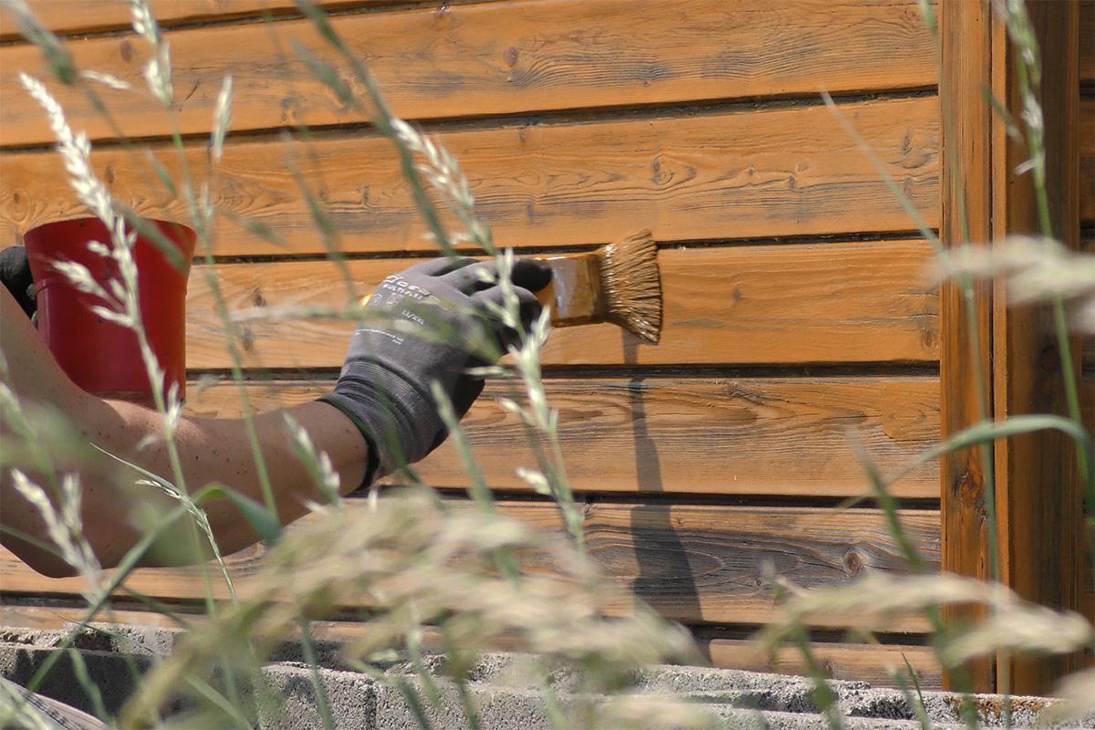gartenhaus neu streichen: grundieren und lasieren - anleitung