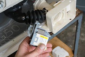 # Pumpe für AEG Waschmaschine mit Bajonettverschluss NEU