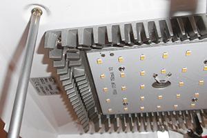 LED - Lampe anschließen - Anleitung & Tipps @ diybook.at