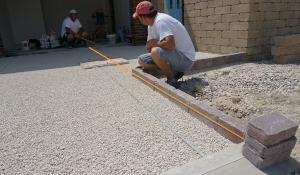 garageneinfahrt pflastern anleitung zum betonpflaster verlegen. Black Bedroom Furniture Sets. Home Design Ideas