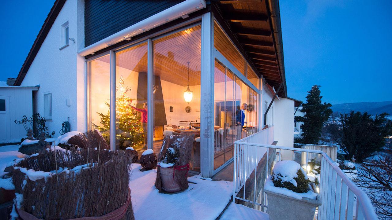 Winterliche weihnachten auf wohltemperierter terrasse in bauen wohnen wohnen - Wohnen und garten weihnachten ...